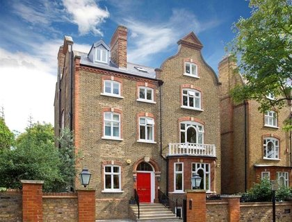 8 bedroom House for sale in Holford Road-List101