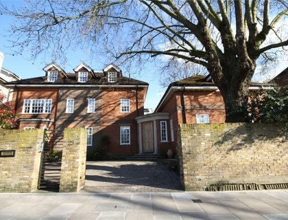 4 bedroom House to rent in Marlborough Place-List74
